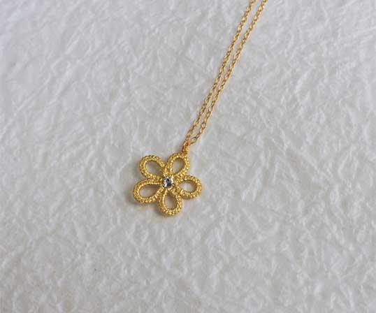 【逸品】<Gold-Knot>金箔 ソロ(スワロフスキー:シルク)ネックレス